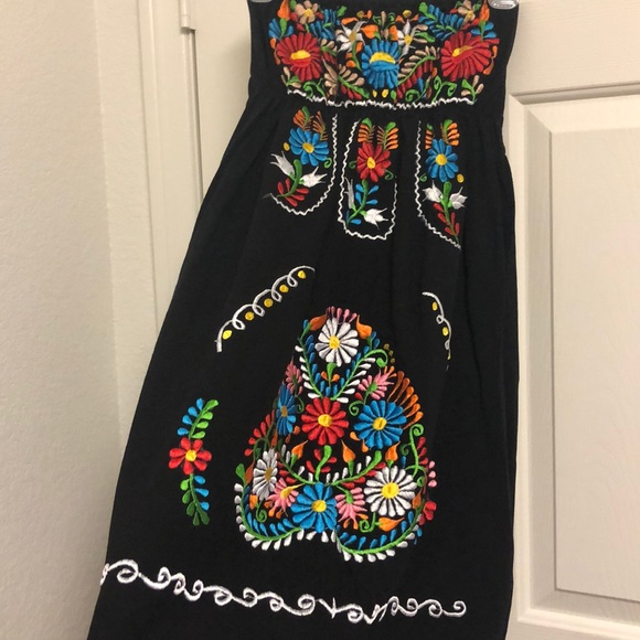 Dresses & Skirts - Cute Halter Mexican Puebla Embroiled dress